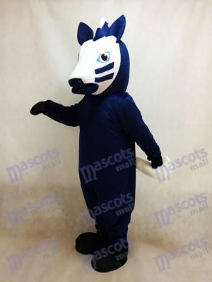 Cheval de Troie en costume de mascotte bleue